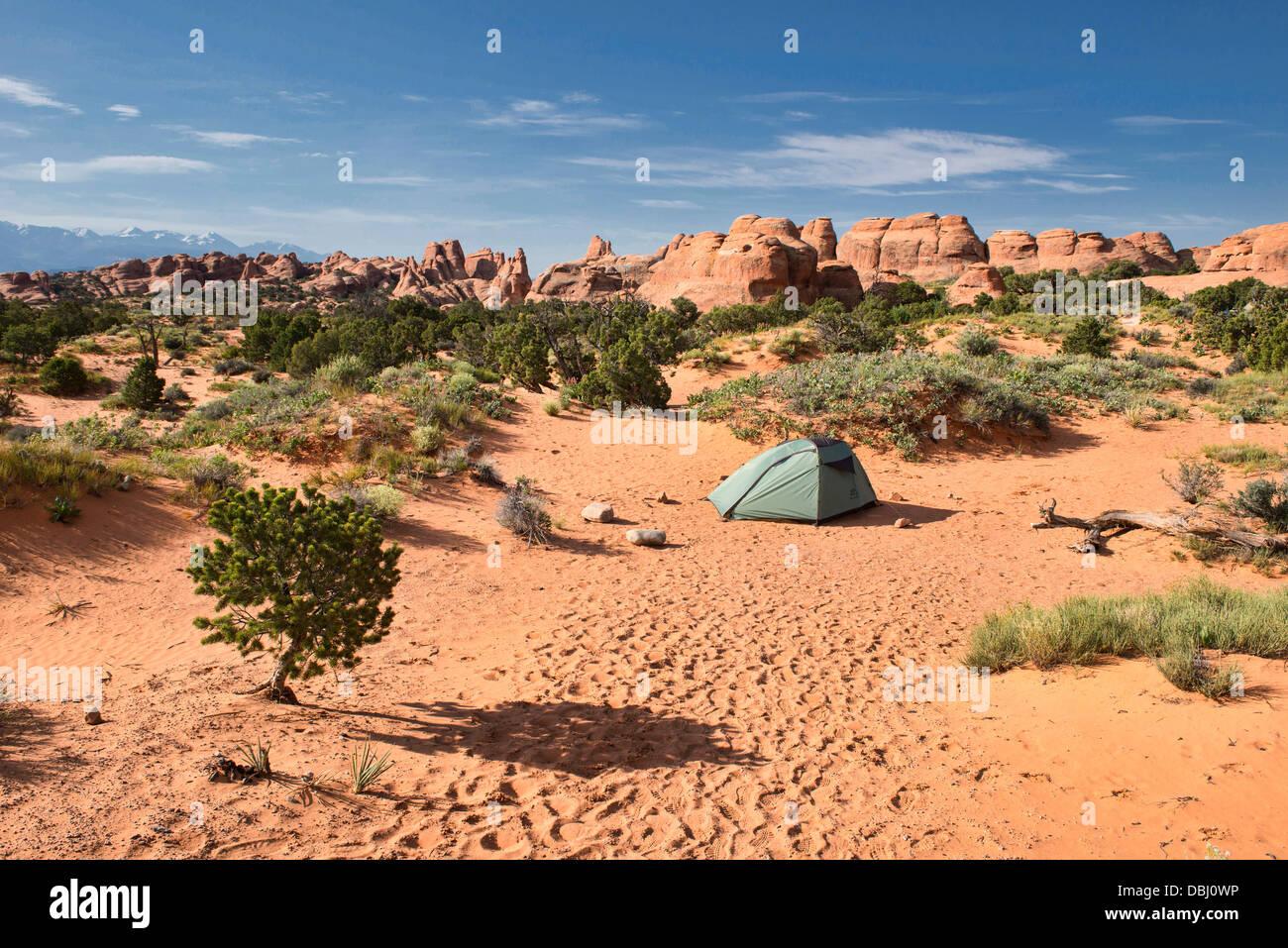 Camping en el Jardín de los dioses, el Parque Nacional de Arches, en Utah Imagen De Stock