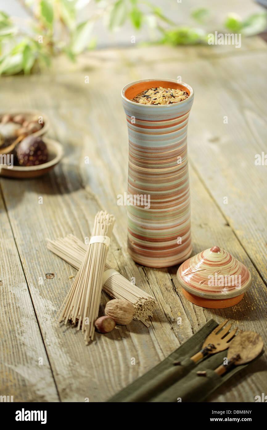 El arroz en el recipiente de porcelana, en Osijek, Croacia, Europa Imagen De Stock