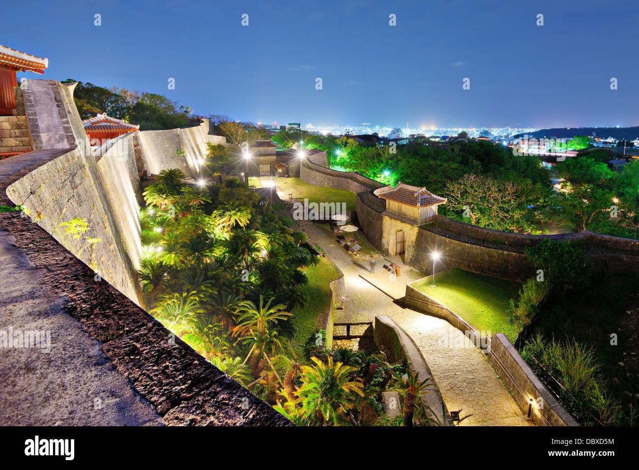 Muro de protección sobre la base del Castillo de Shuri en Naha, Okinawa, Japón. Foto de stock