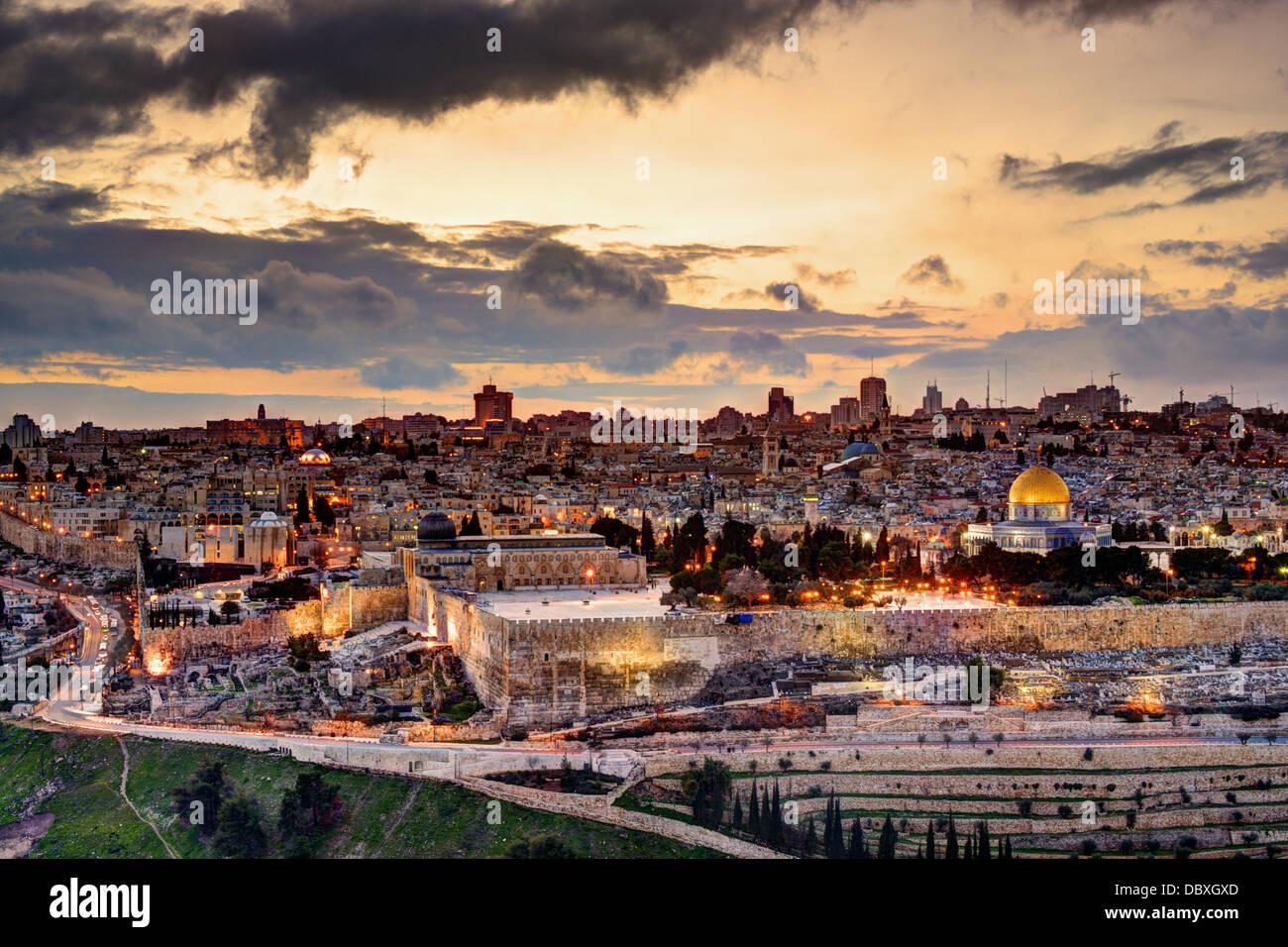 El horizonte de la Ciudad Vieja y el Monte del Templo en Jerusalén, Israel. Imagen De Stock