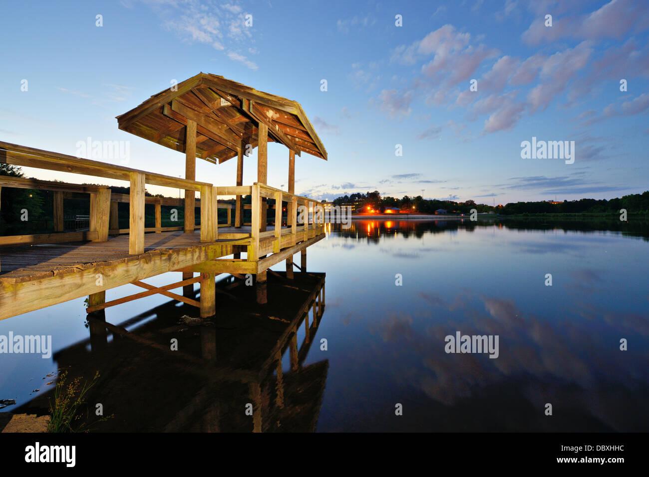 País, el lago en el norte de Georgia, Estados Unidos. Imagen De Stock