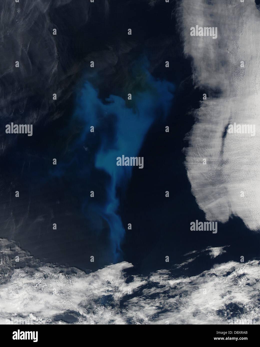 Bloom de fitoplancton en el Océano Atlántico Norte Foto de stock
