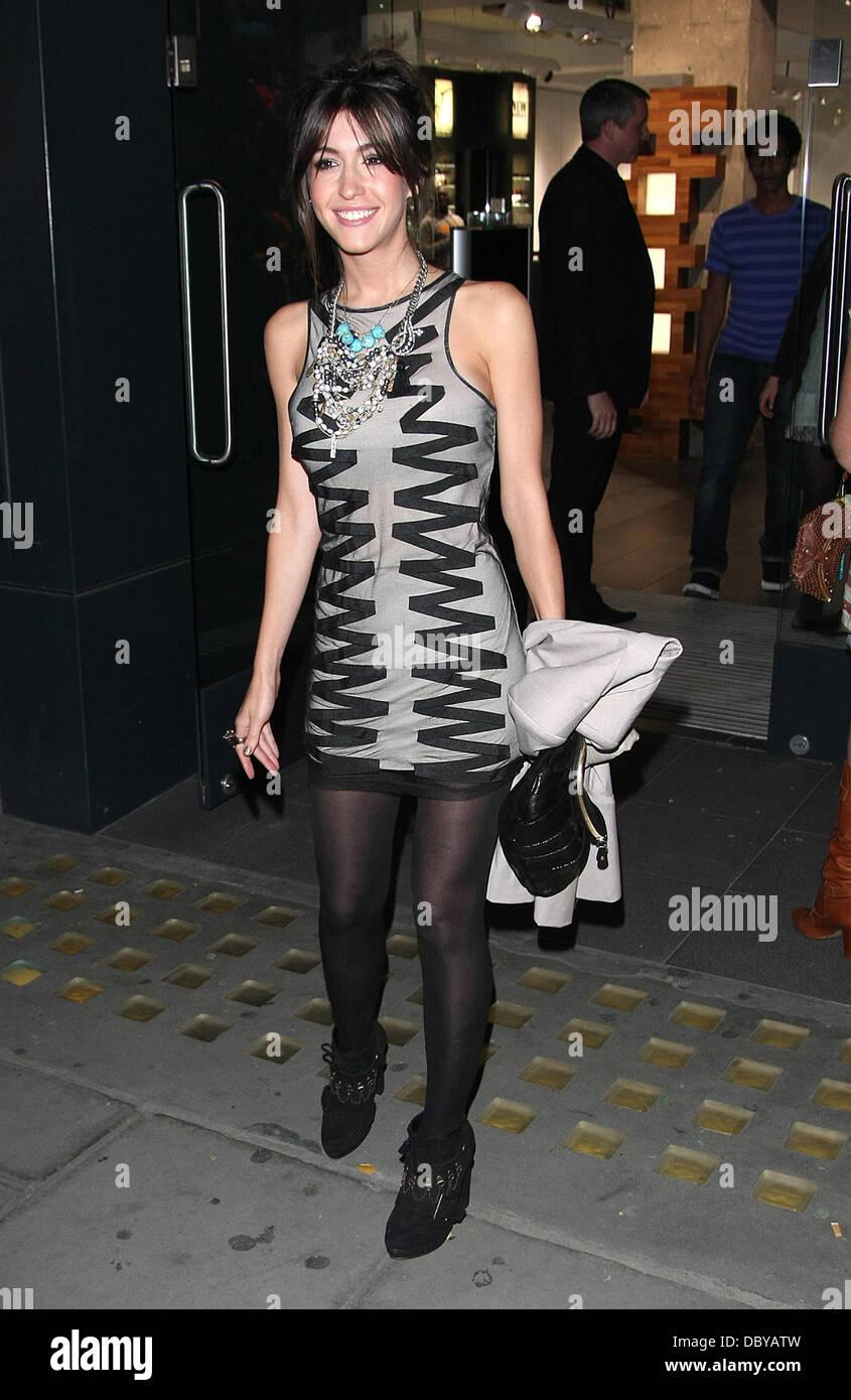 Kate Voegele deja la tienda Oakley en Covent Garden después del lanzamiento  de su Signature Series fc6b1cb6d9dcf