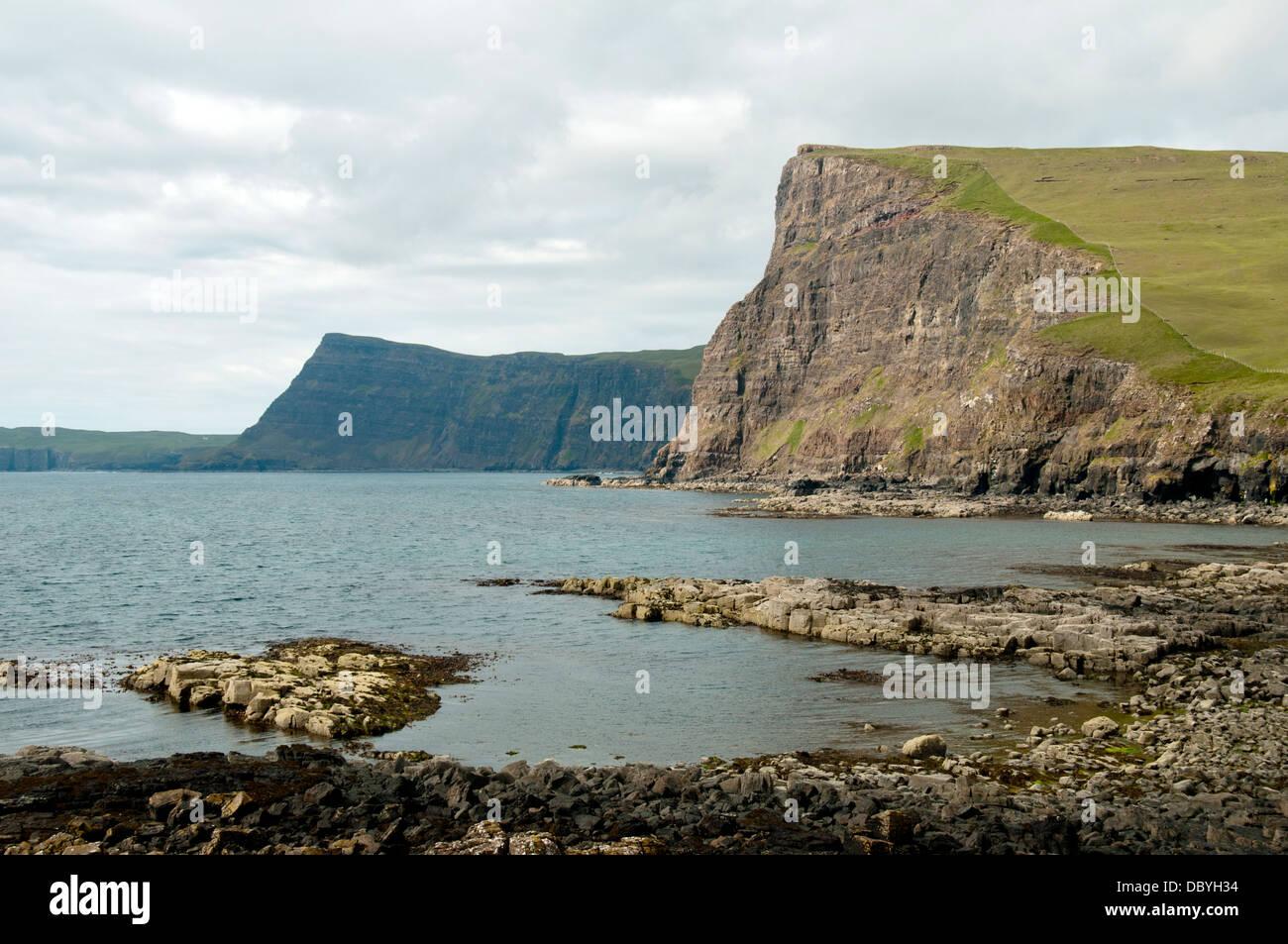 Y Ramasaig Waterstein Head Cliff Bay, Duirinish Ramasaig de costa, la Isla de Skye, Escocia, Reino Unido Foto de stock