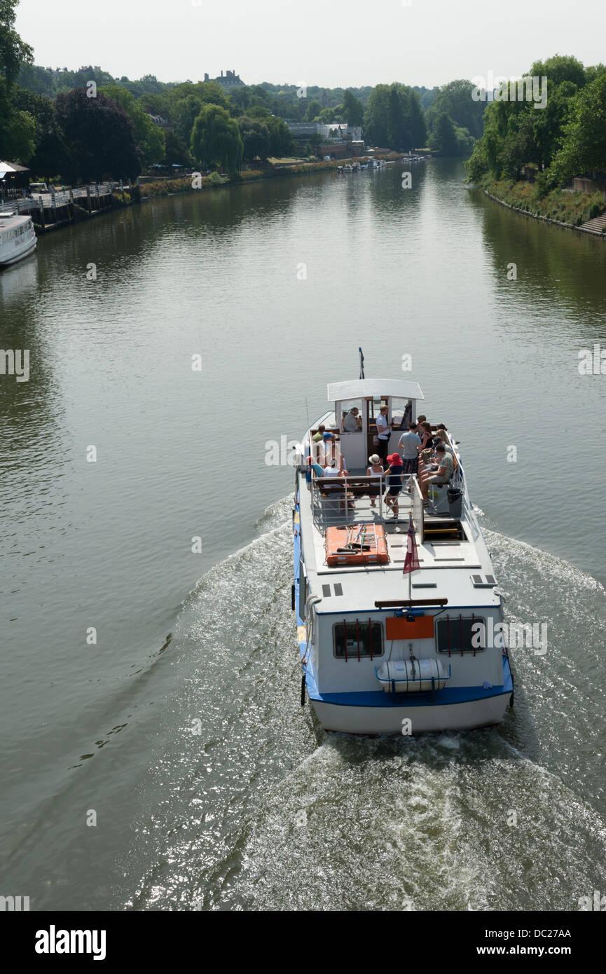 Un viaje en barco por el Río Támesis Richmond upon Thames Surrey, Londres, Gran Bretaña. Imagen De Stock
