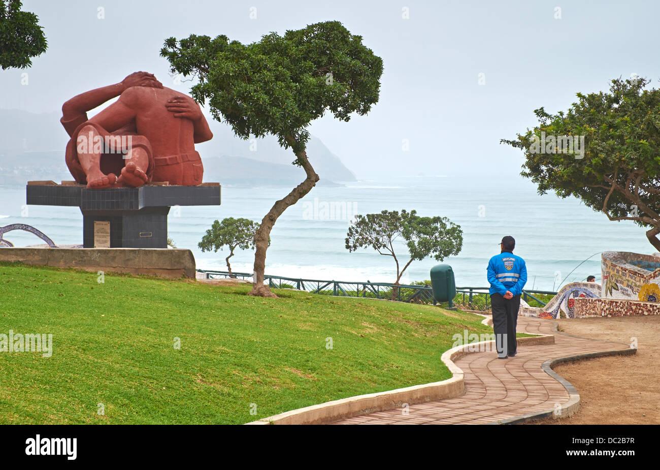 El Parque del Amor es un sobre los acantilados de Miraflores y enteramente dedicado al romance. Lima, Perú. Imagen De Stock