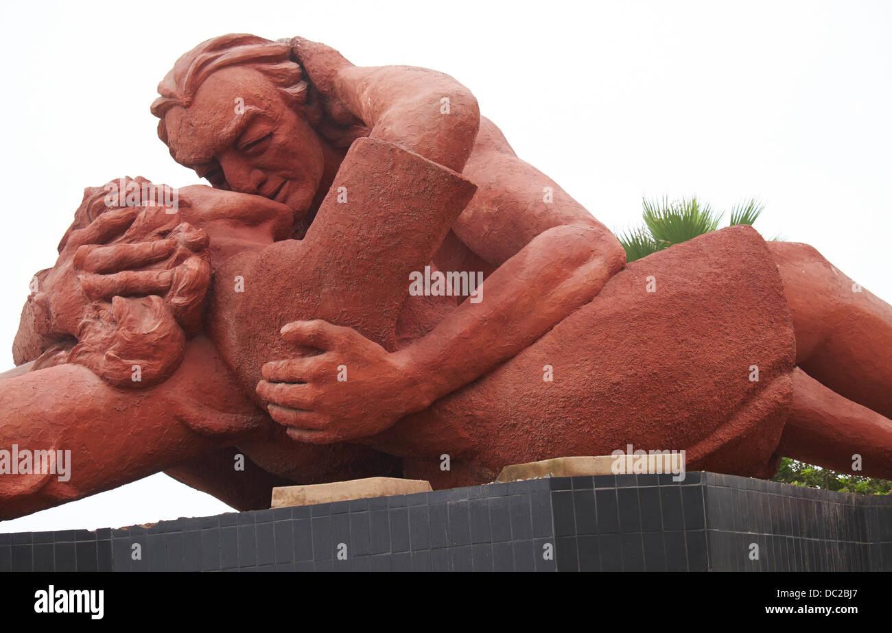 El Parque del Amor es un sobre los acantilados de Miraflores y enteramente dedicado al romance. Lima, Perú. Foto de stock