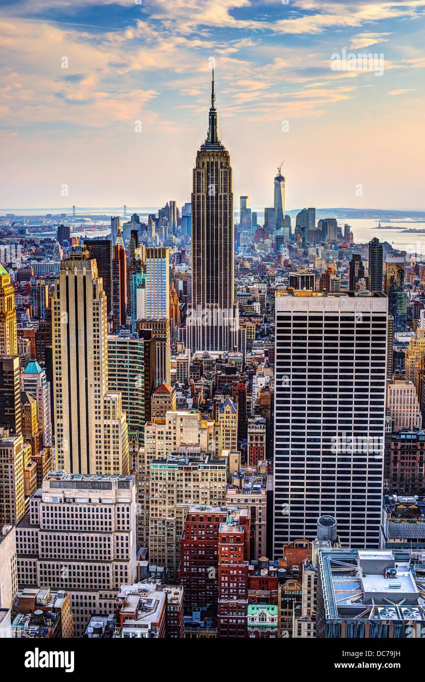 La Ciudad de Nueva York, EE.UU. midtown skyline al atardecer. Imagen De Stock