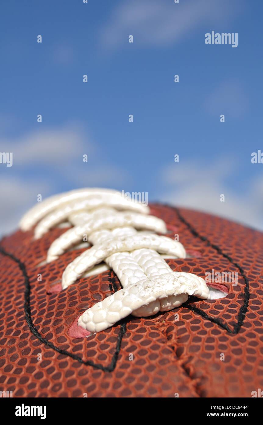 Cerca de un balón de fútbol americano, EE.UU. Imagen De Stock