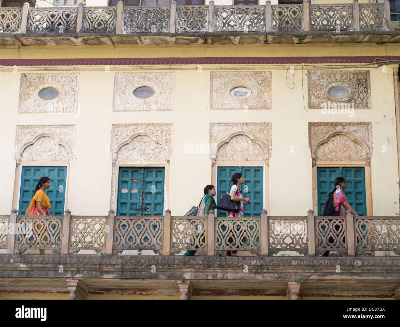Ramnagar Fort a orillas del río Ganges - Varanasi, India Imagen De Stock