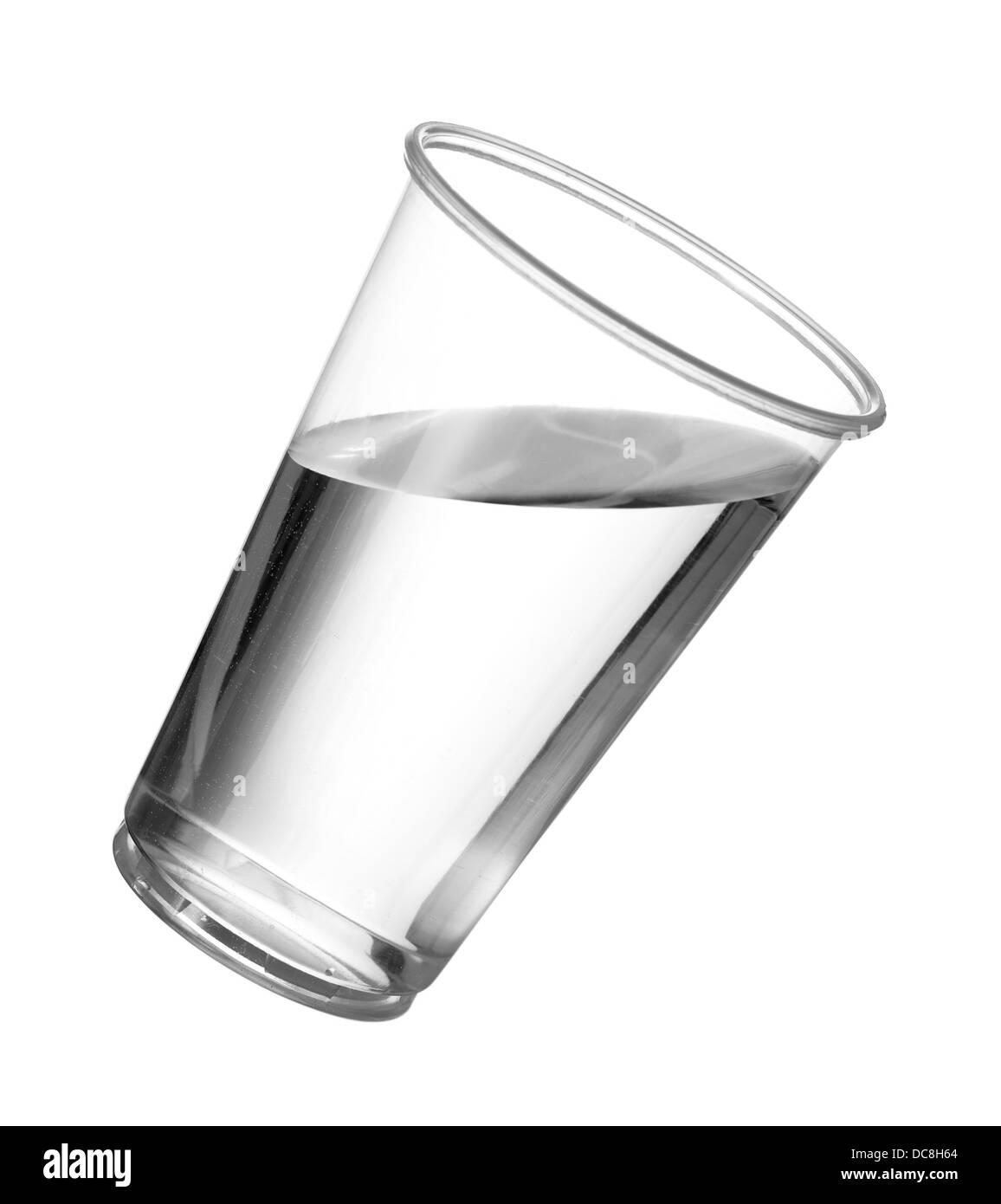 Vaso de agua en una jarra grande de plástico Imagen De Stock