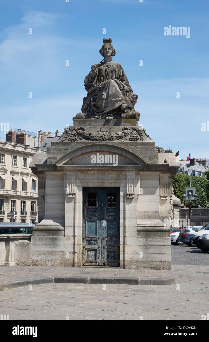 Representación escultural de la ciudad de Lille, por James Pradier, Place de la Concorde, París Foto de stock