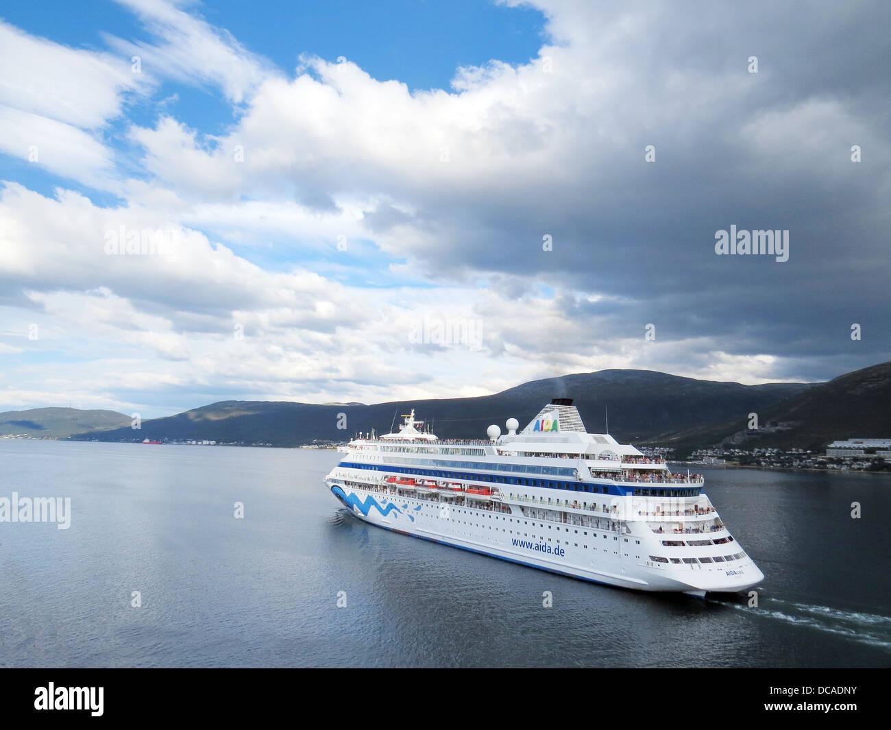 AIDA Cara crucero alemán en aguas noruegas en 2013. Foto Tony Gale Imagen De Stock