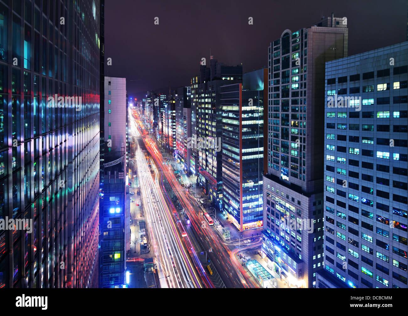 Distrito de Gangnam de Seúl, Corea del Sur, ciudad en la noche. Imagen De Stock