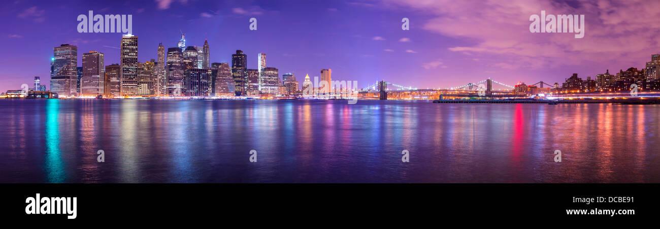 Panorama de la ciudad de Nueva York, abarcando desde el Bajo Manhattan a Brooklyn cruzando el East River. Foto de stock