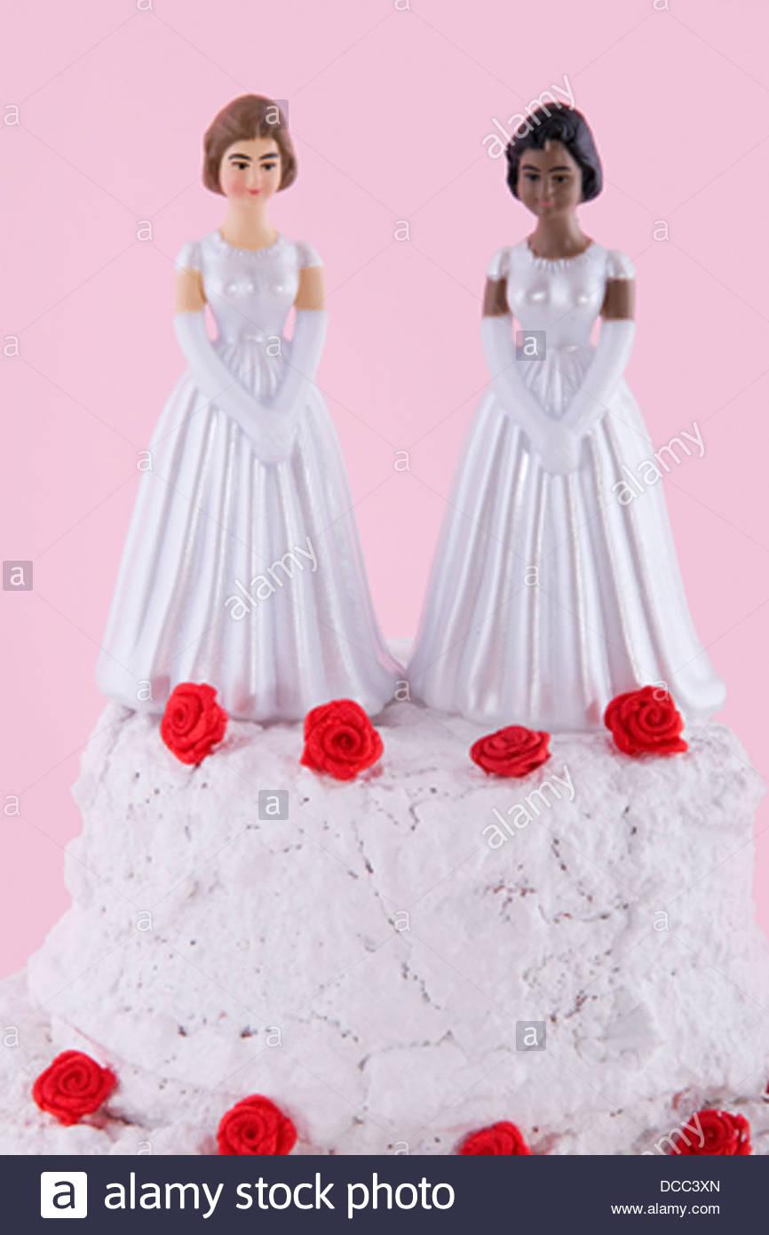 Gay Marriage Wedding Cake Imágenes De Stock & Gay Marriage Wedding ...