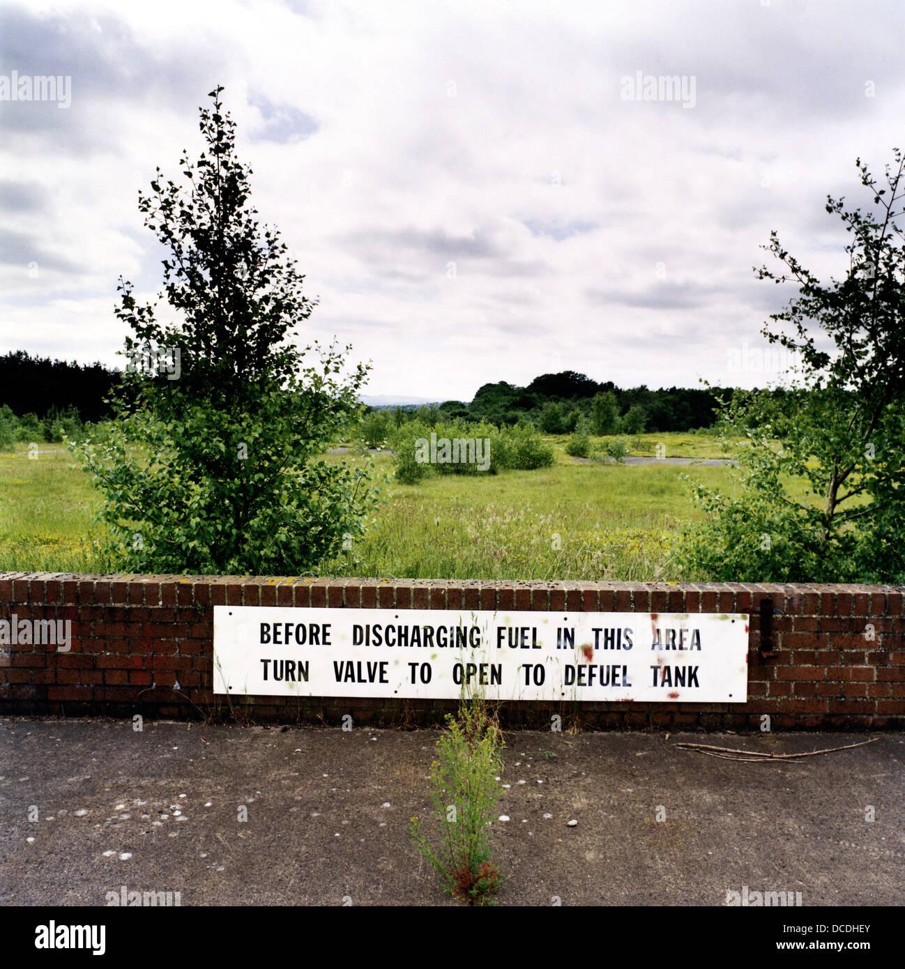 Paisaje de interior vacío en el antiguo aeródromo de armas nucleares era ocupada por el personal de la Imagen De Stock