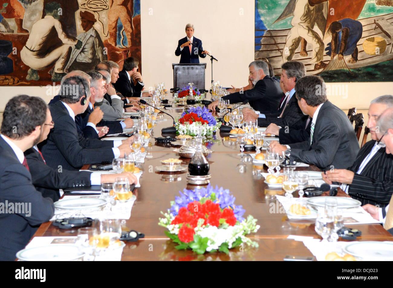 Secretario Kerry tostadas el Ministro de Relaciones Exteriores Brasileño Patriota Foto de stock