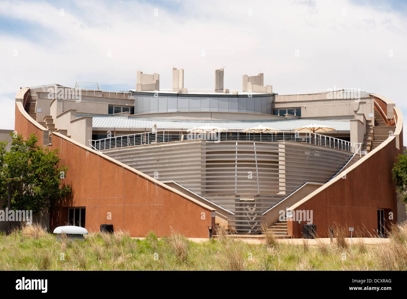 Maropeng Visitor Centre en la cuna de la humanidad, cerca de Johannesburgo, Sudáfrica Imagen De Stock