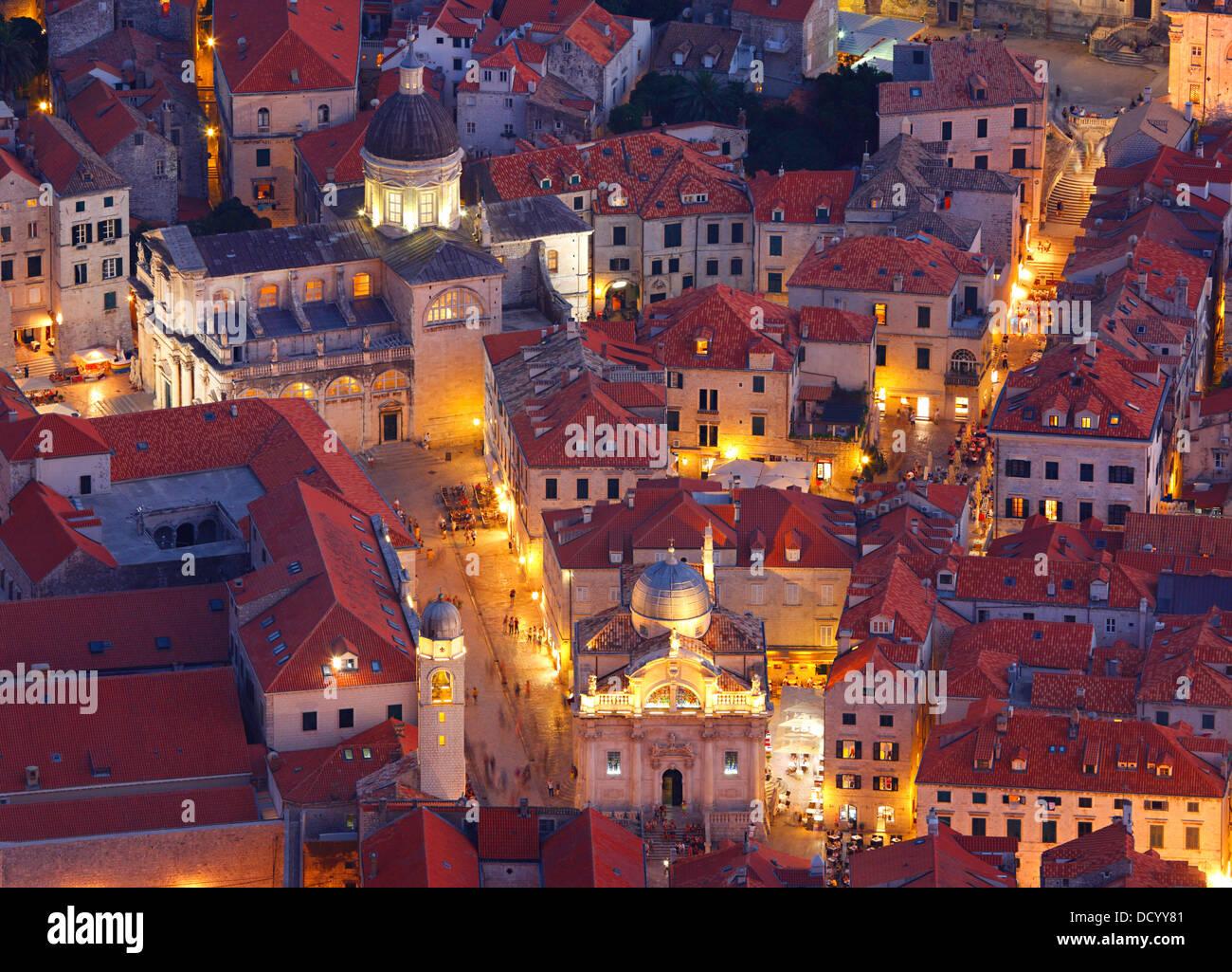 Dubrovnik, Croacia. La Plaza Luza y la Catedral de la Asunción de la Virgen María. Foto de stock