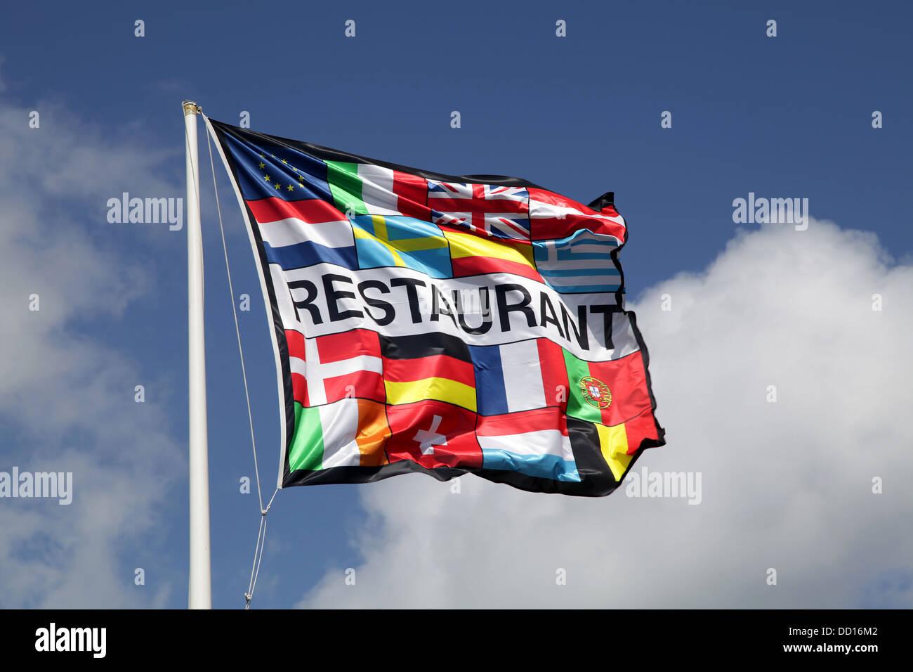 Restaurante El restaurante bandera.banner.blue sky.bandera europea.europa.eu. Imagen De Stock