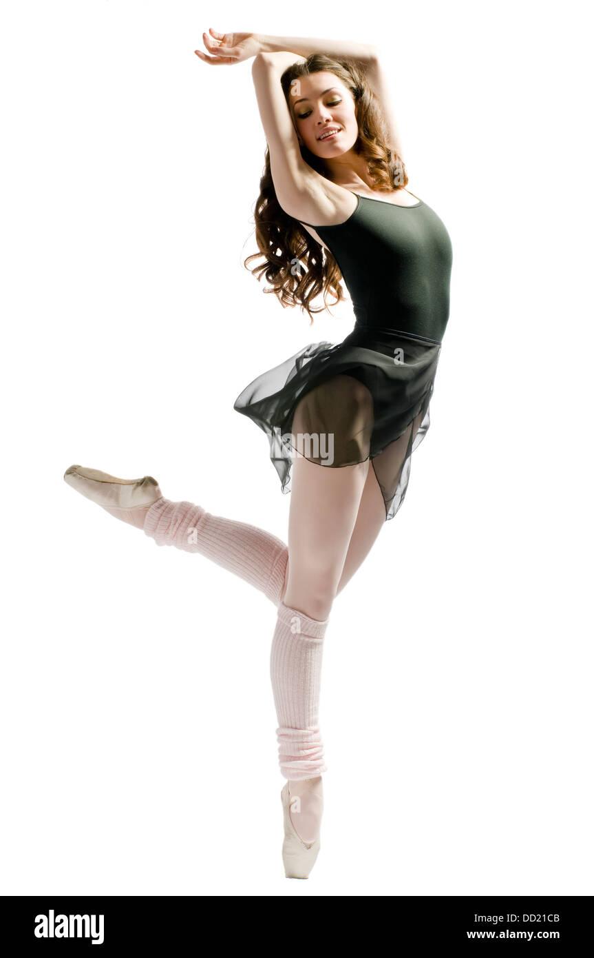 Una joven bailarina maravillosa está bailando graciosamente Imagen De Stock