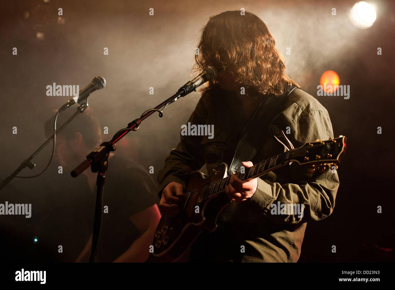 """Torsten Kinsella, voz solista y guitarrista de la banda post rock irlandés """"Dios es un astronauta', concierto en Foto de stock"""