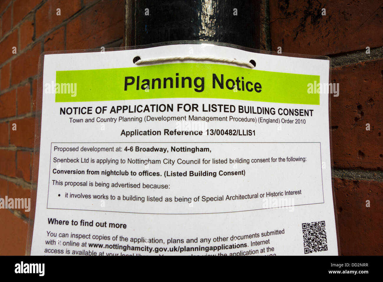 La planificación de un aviso de solicitud de un edificio construido en el Reino Unido. Imagen De Stock