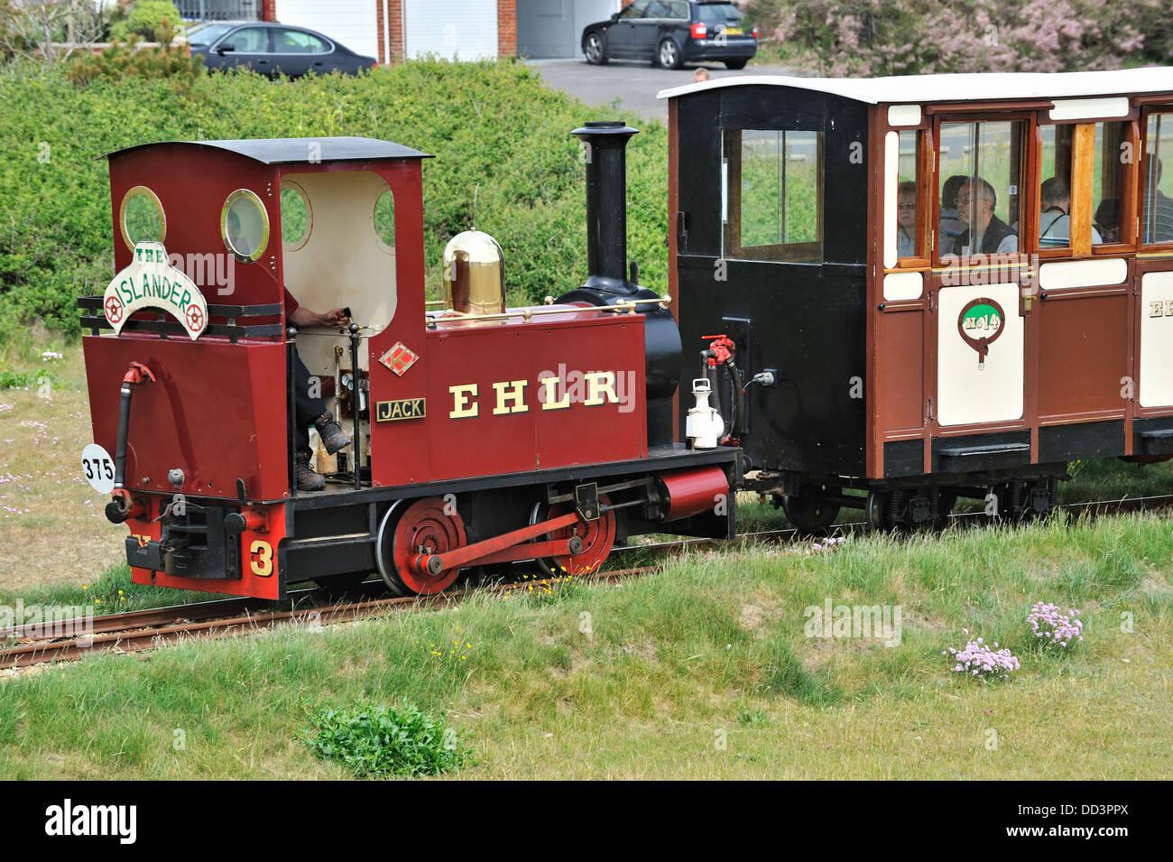 Tren de trocha angosta de Hayling paseo ferroviario, Hayling Island, Hampshire, Reino Unido Foto de stock
