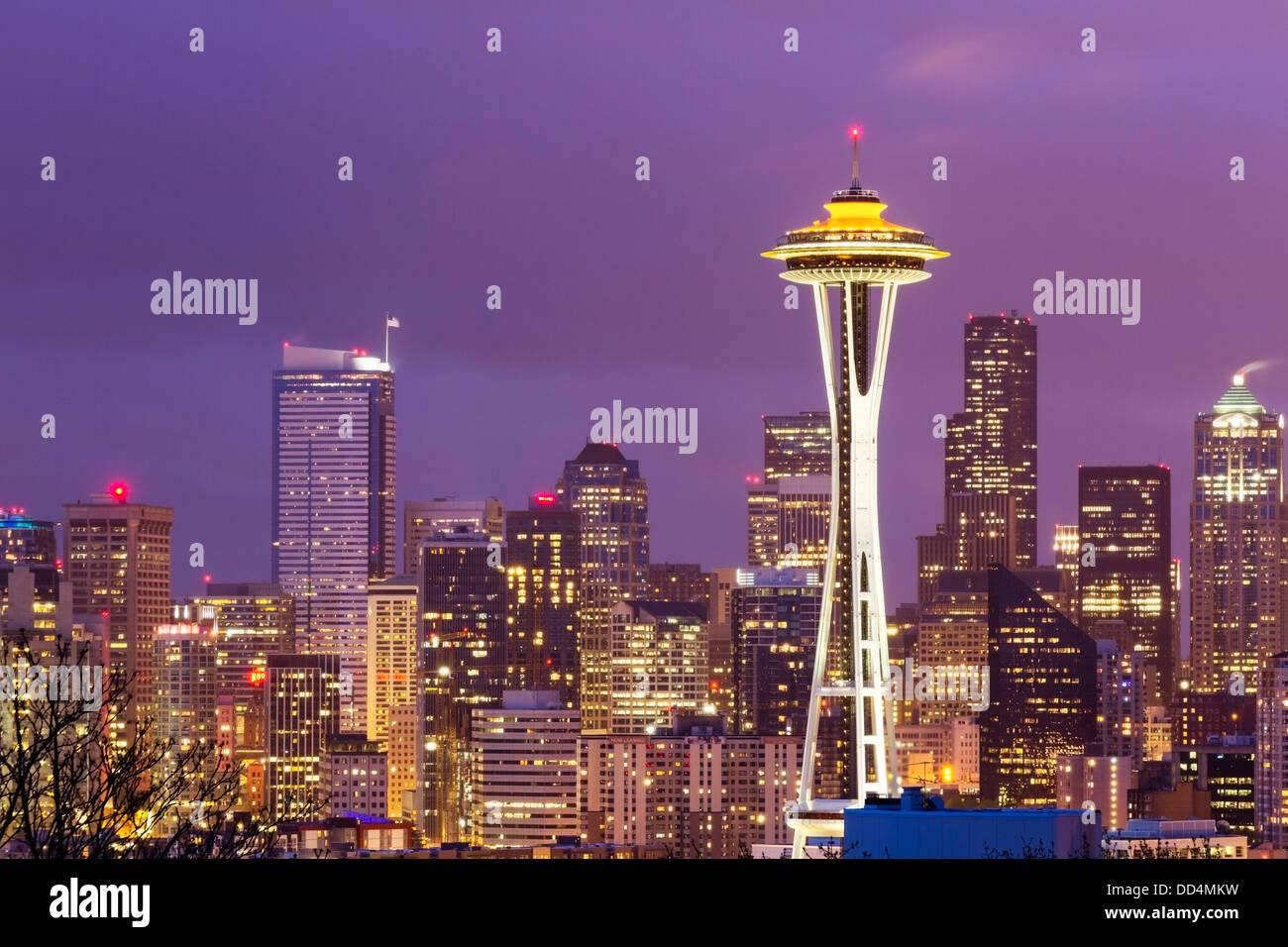 Horizonte de la ciudad de Seattle, Washington con la Aguja Espacial Imagen De Stock