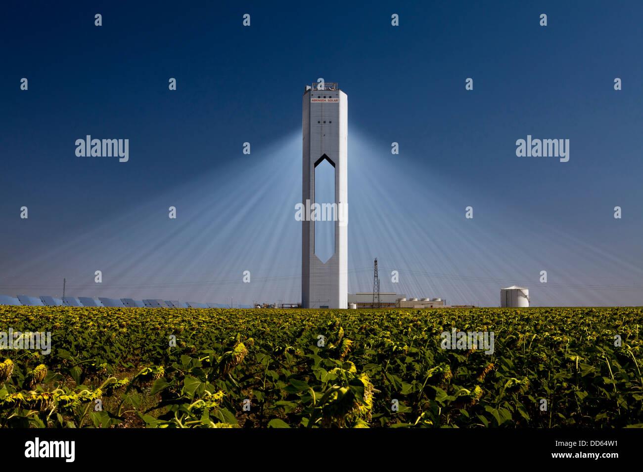 La planta solar PS20 (20) Torre Solar Térmica es una planta de energía solar térmica en Sanlúcar Imagen De Stock