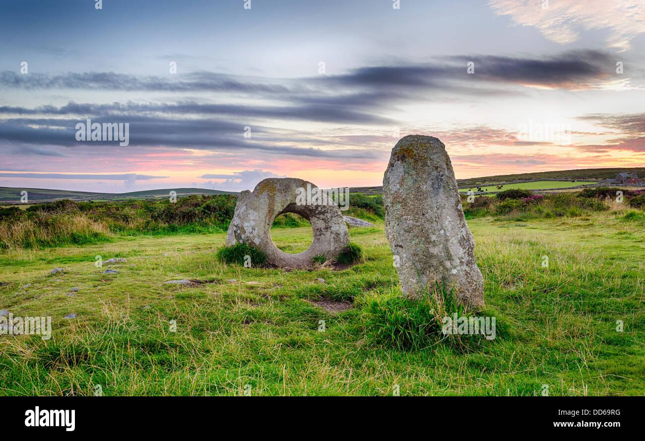 Los hombres-un-Tol Standing Stones cerca en Penzance Cornwal. Foto de stock
