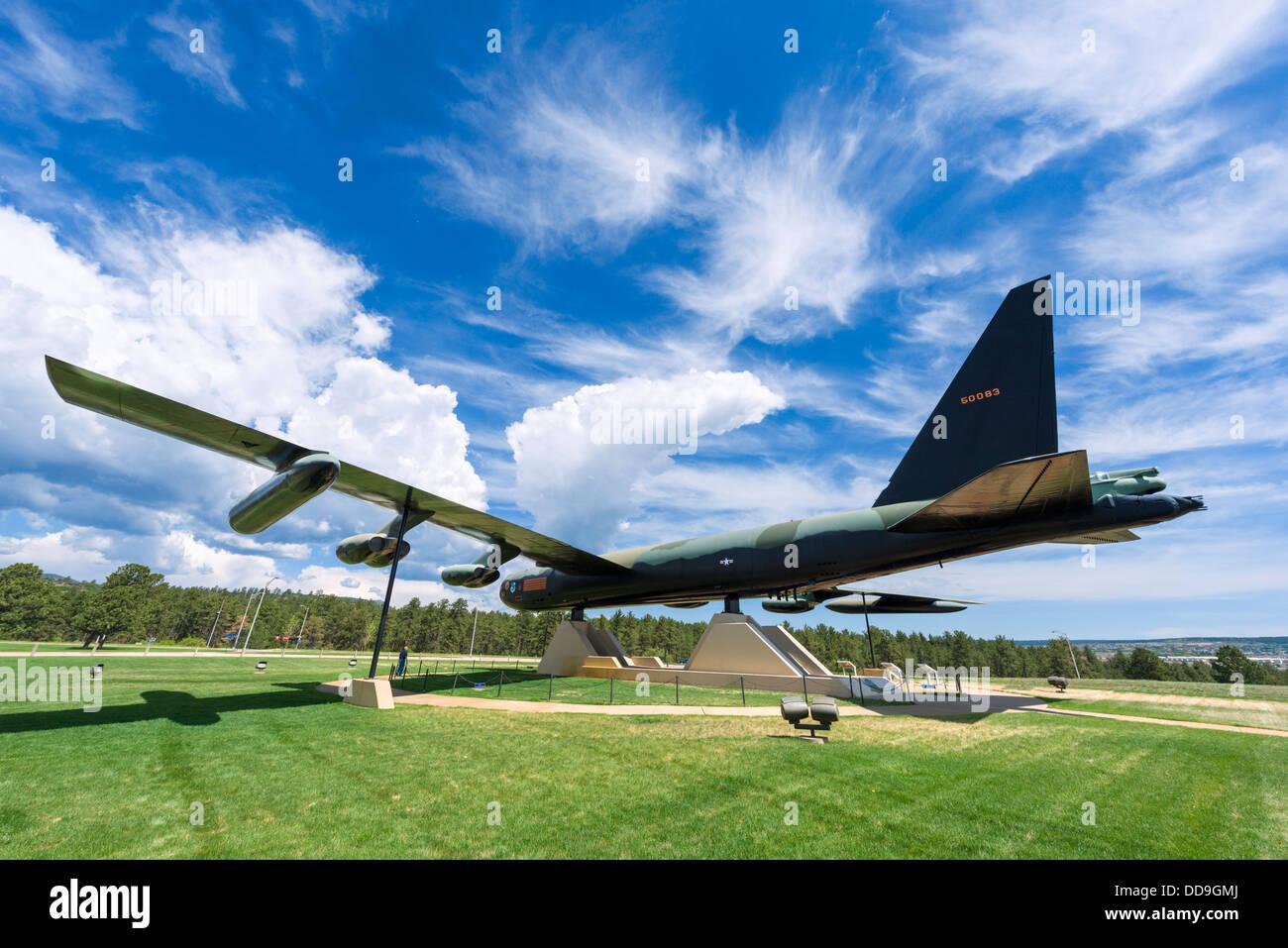 Bombardero B-52D en la Academia de la Fuerza Aérea de los Estados Unidos, Colorado Springs, Colorado, EE.UU. Foto de stock