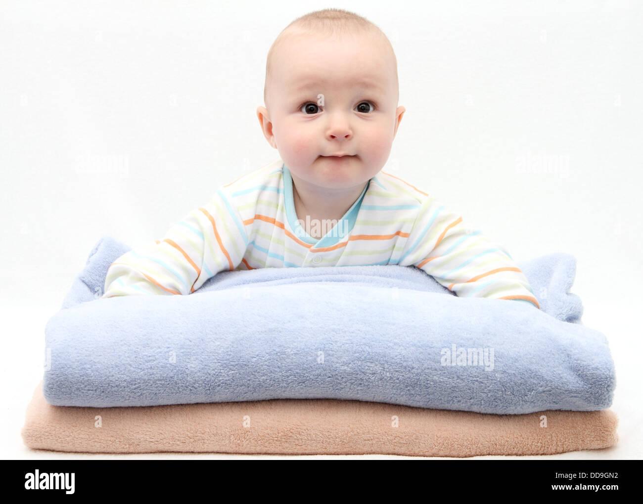 Cuidado del bebé después del baño Imagen De Stock