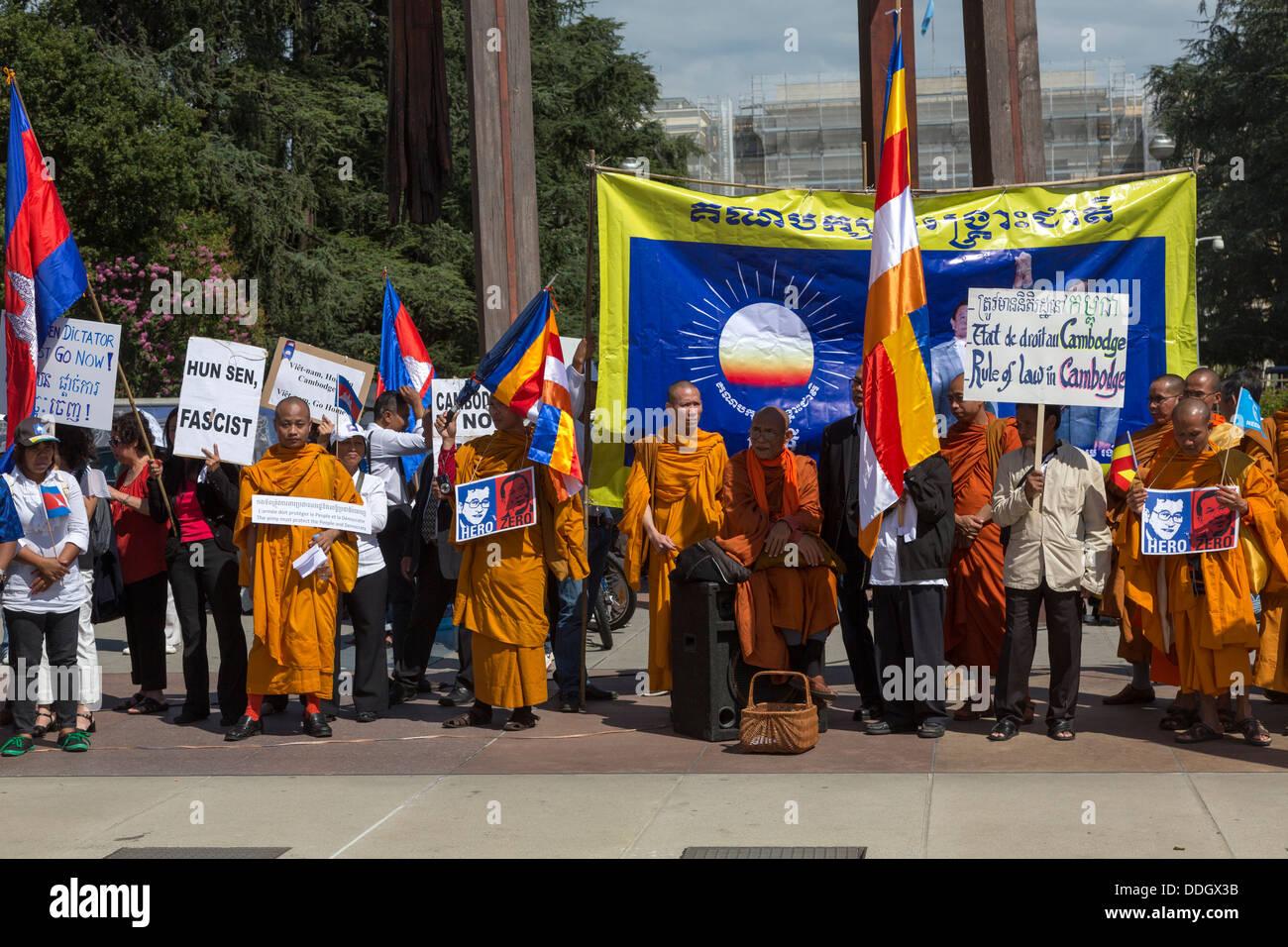 Los camboyanos protestando contra el primer ministro de Camboya, Hun Sen, fuera de las Naciones Unidas, Ginebra, Imagen De Stock