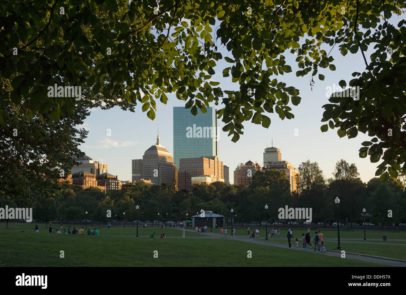 Horizonte de Boston y Boston Common Imagen De Stock