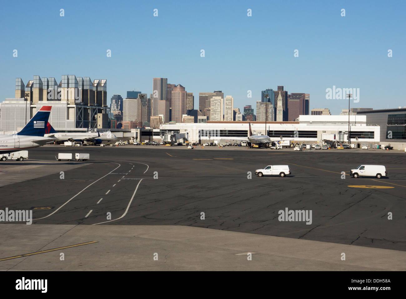 Delantal de aeropuerto a aeropuerto internacional Logan en Boston. Imagen De Stock
