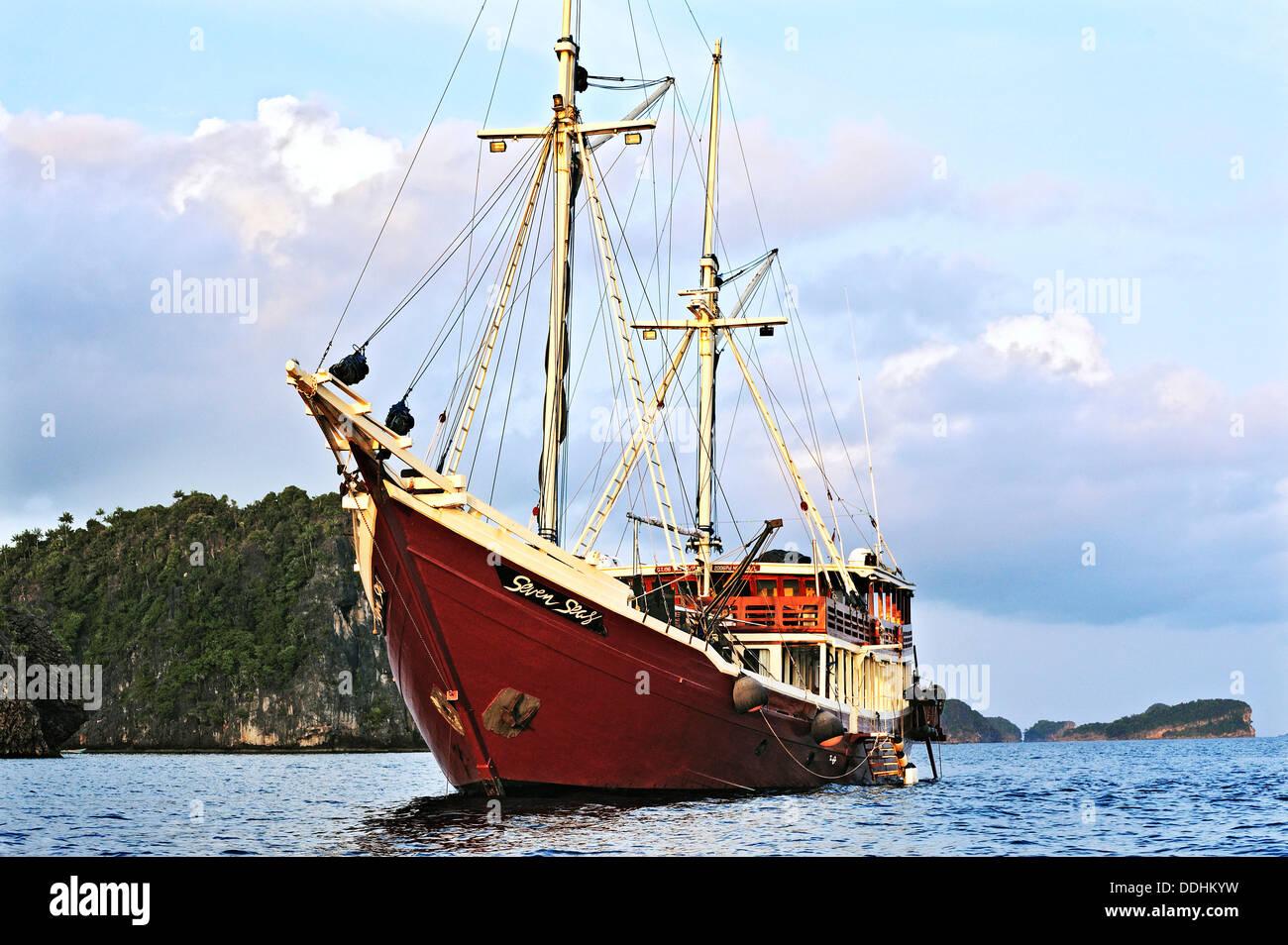 """""""Incluso los mares"""", buque de buceo liveaboard Foto de stock"""