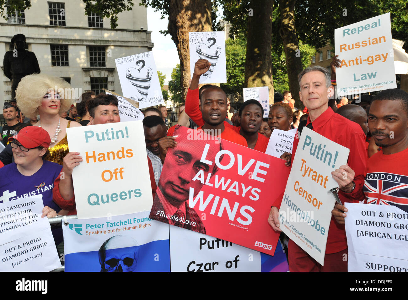 """Whitehall, Londres, Reino Unido. 3 de septiembre de 2013. Peter Tatchell, un Día de Acción, """"Amor a Rusia, odio Foto de stock"""