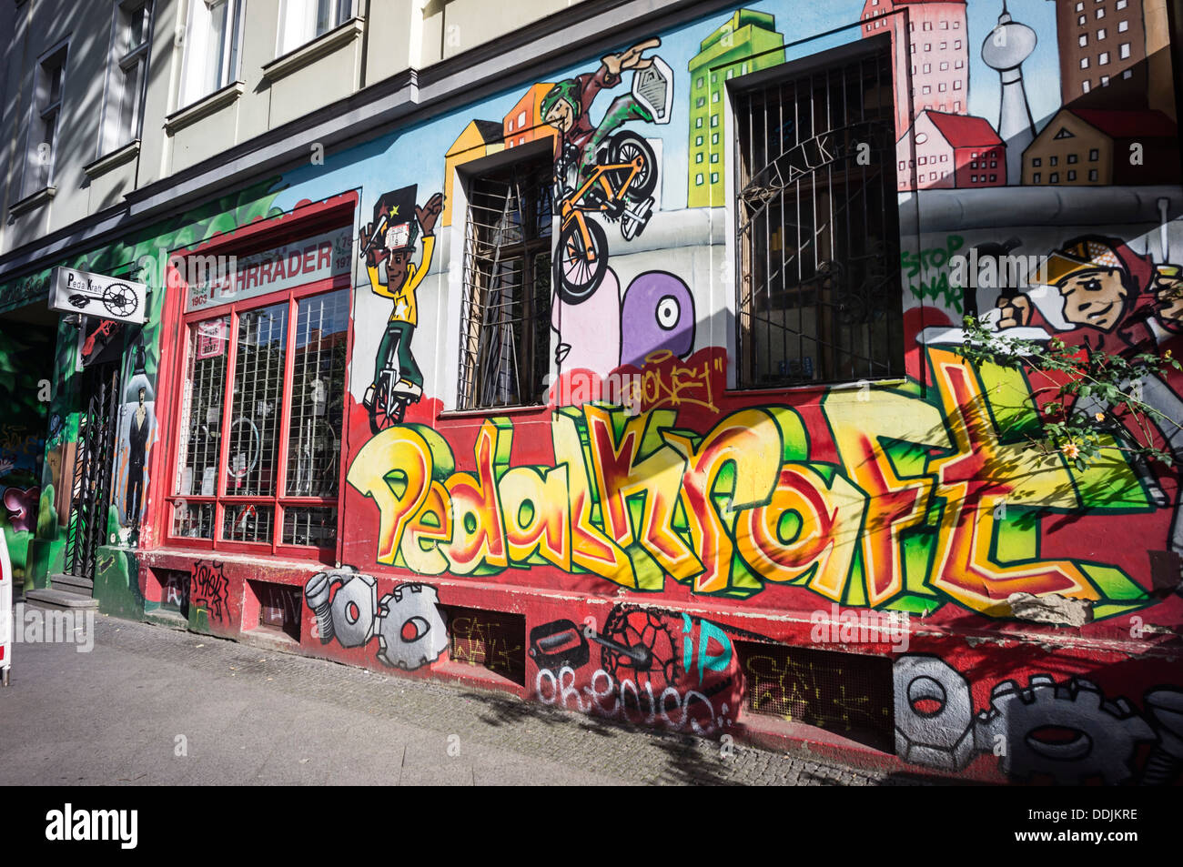 Mural, Graffiti, ciclo de tienda, Kreuzberg, Berlín Imagen De Stock