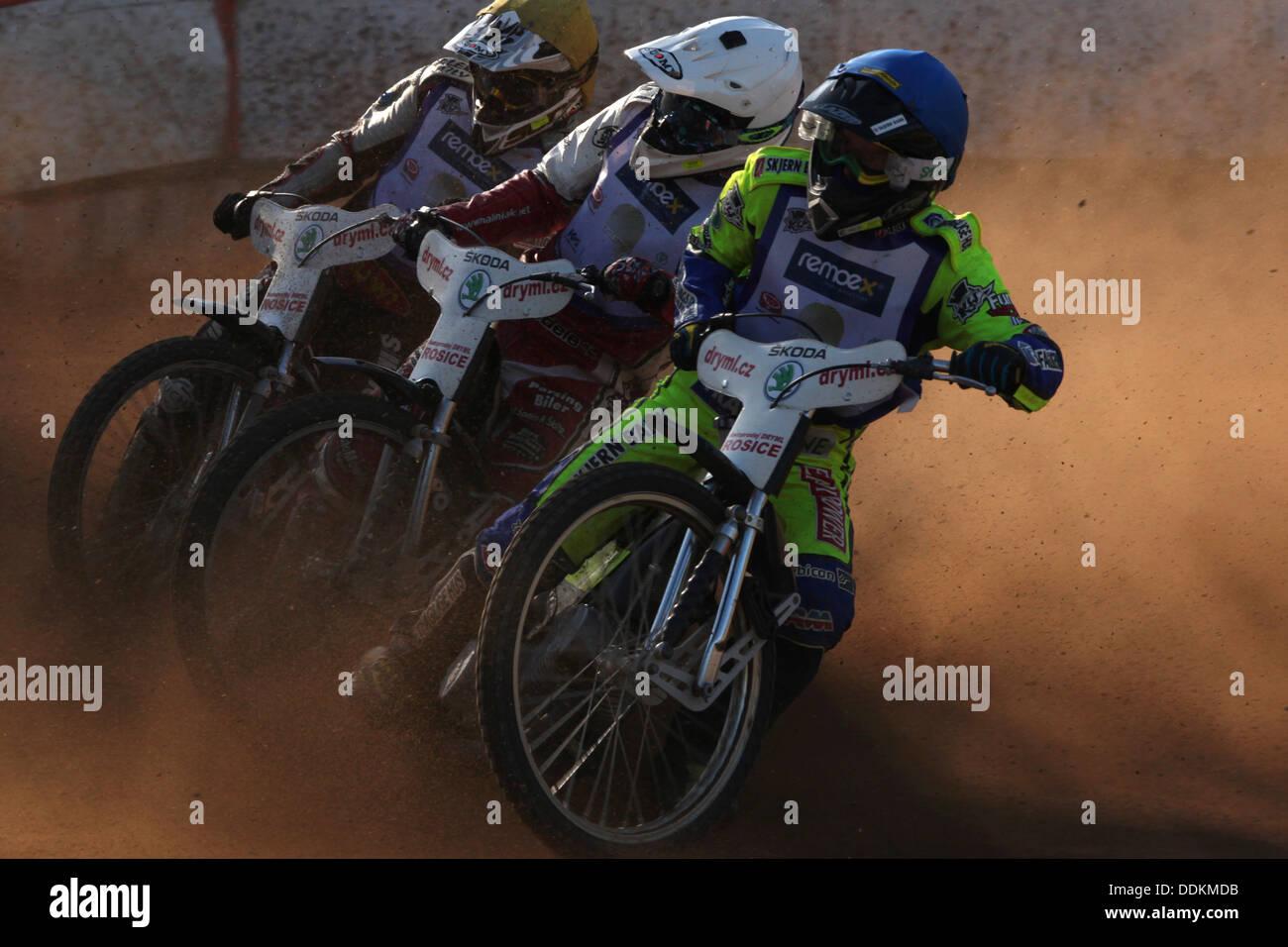 Speedway competencia el yelmo dorado premio en Pardubice, República Checa. Imagen De Stock