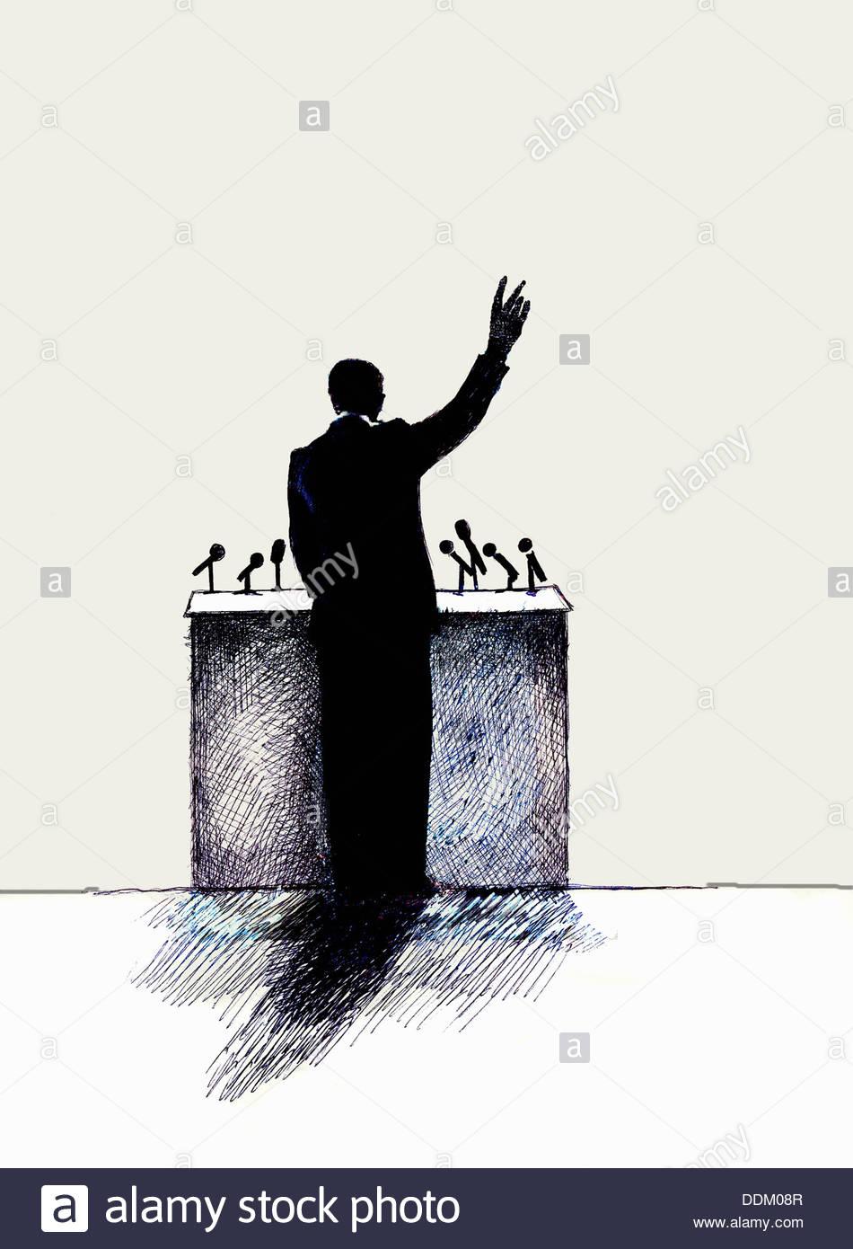 Vista trasera del hombre hablando en público en el podio Imagen De Stock