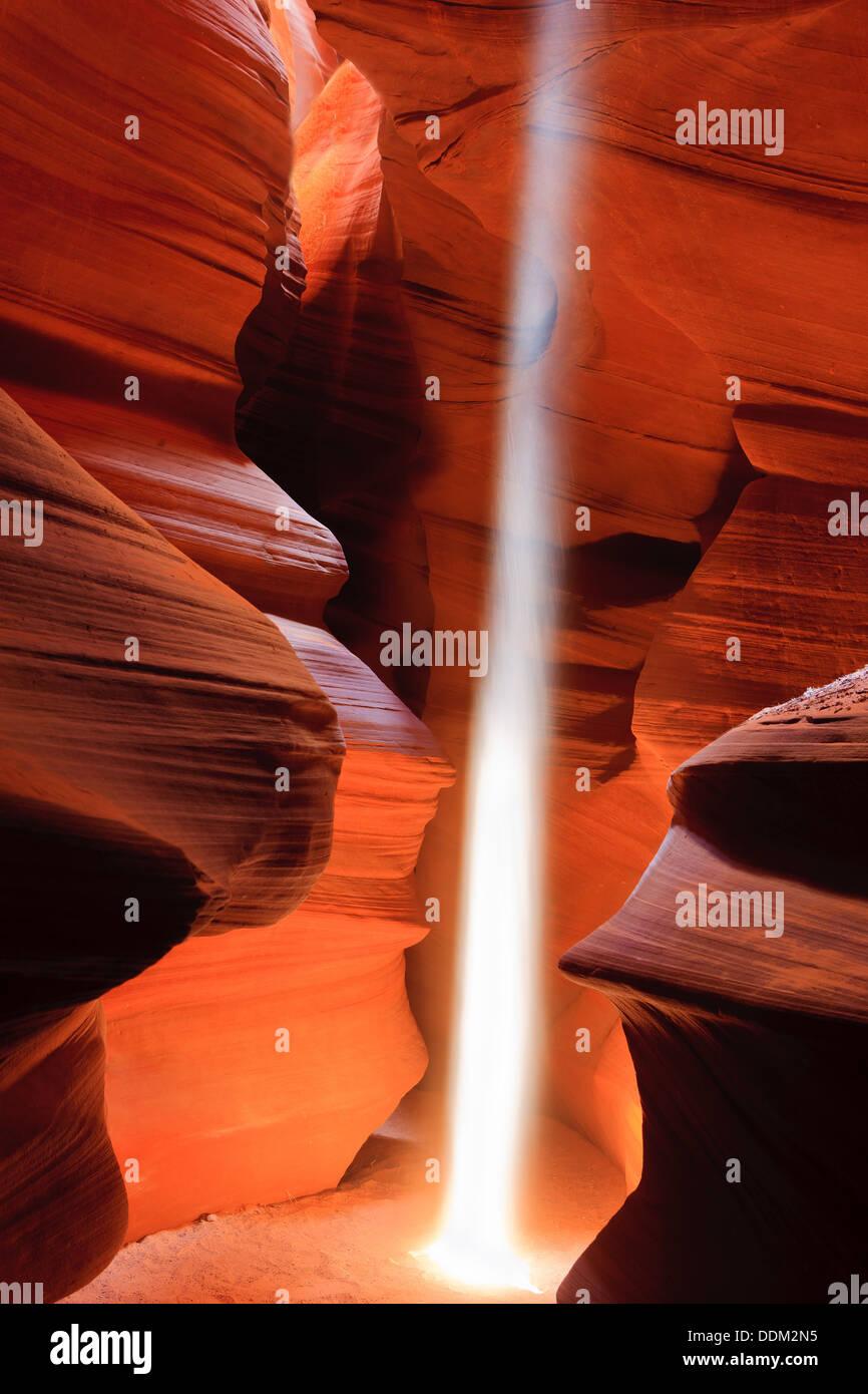 Lightbeams en Upper Antelope Canyon, Page, Arizona Foto de stock