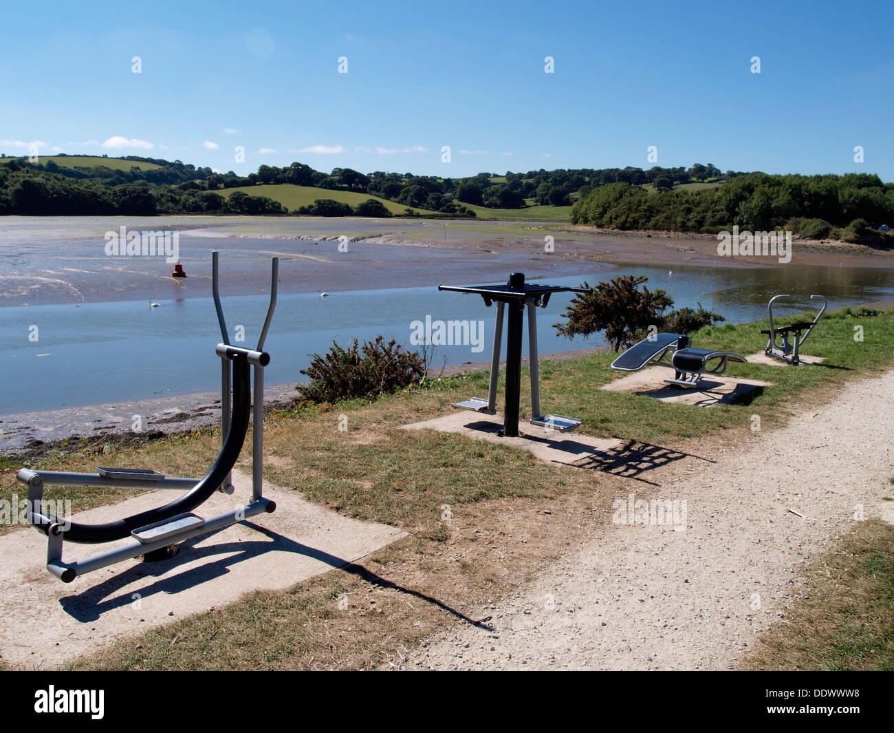 Equipamiento de ejercicio a lo largo del estuario de la FAL, Truro, Cornwall, Reino Unido Imagen De Stock
