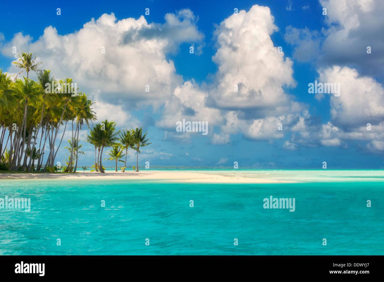 Pequeña isla de Bora Bora. La Polinesia Francesa Foto de stock