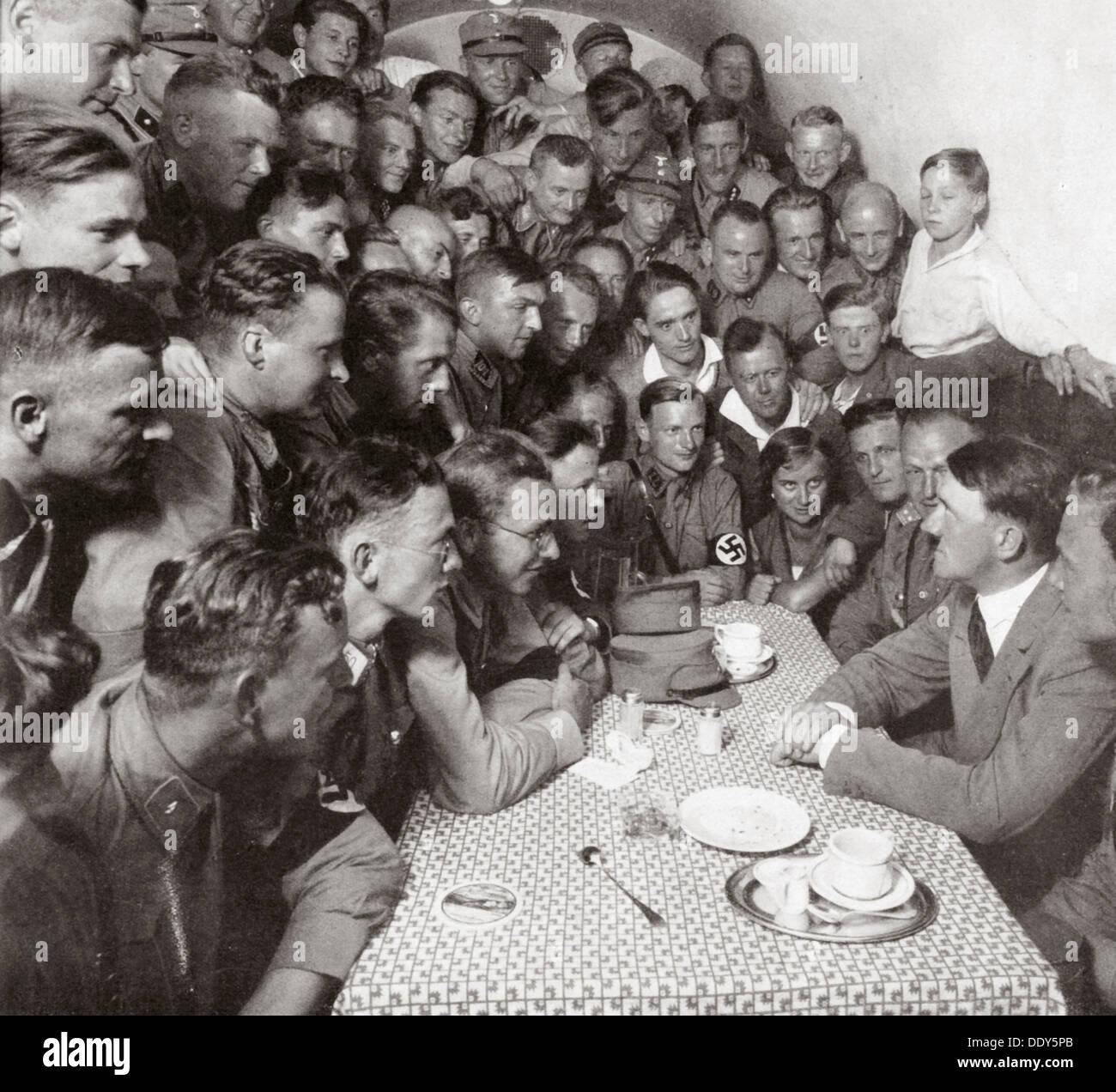 """""""El Supremo SA líder Adolf Hitler con sus compañeros"""", 1938. Artista: Desconocido Imagen De Stock"""