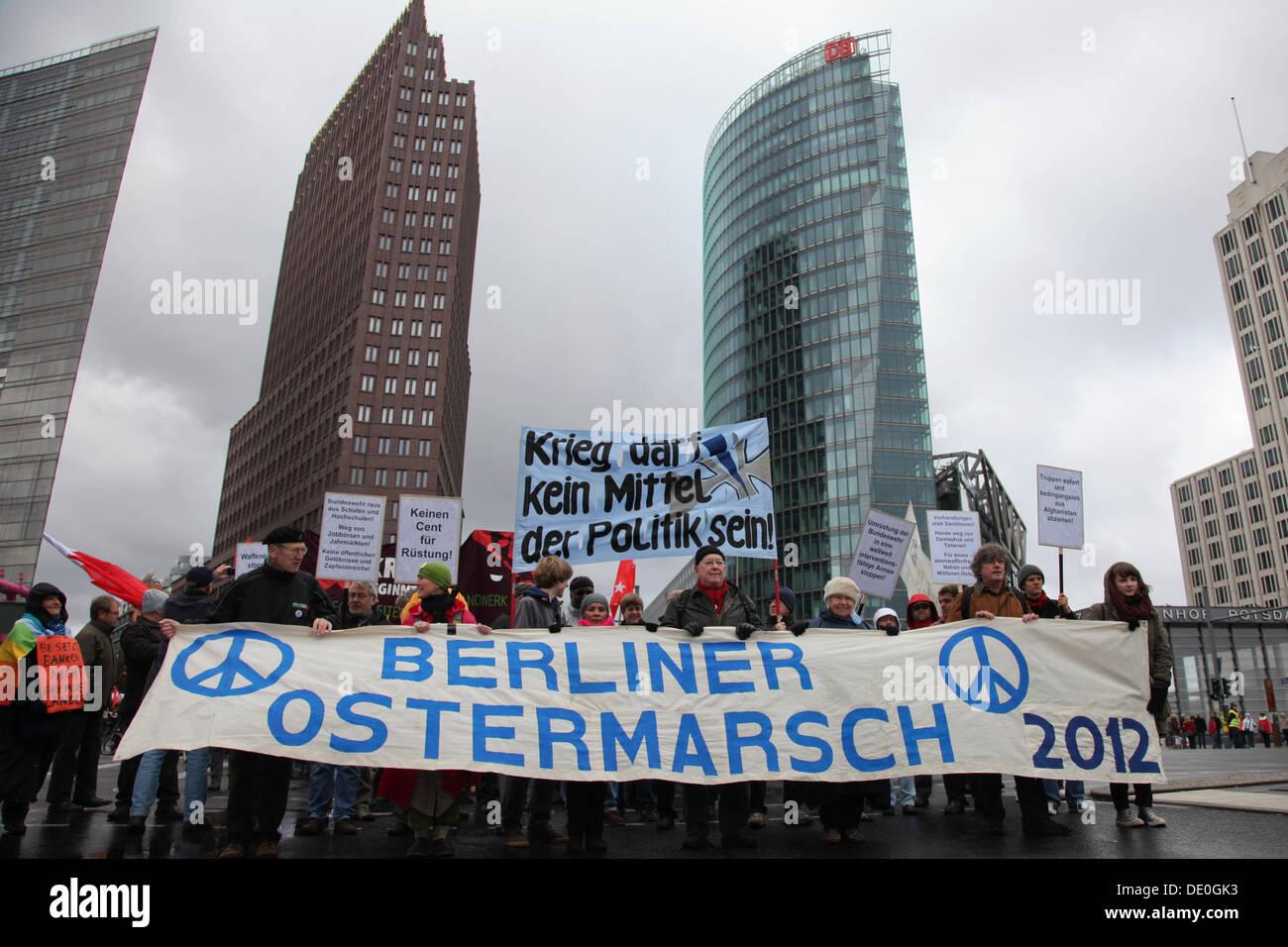 La pascua de marzo del movimiento pacifista alemán en la Potsdamer Platz, la plaza Potsdam, Berlin Imagen De Stock