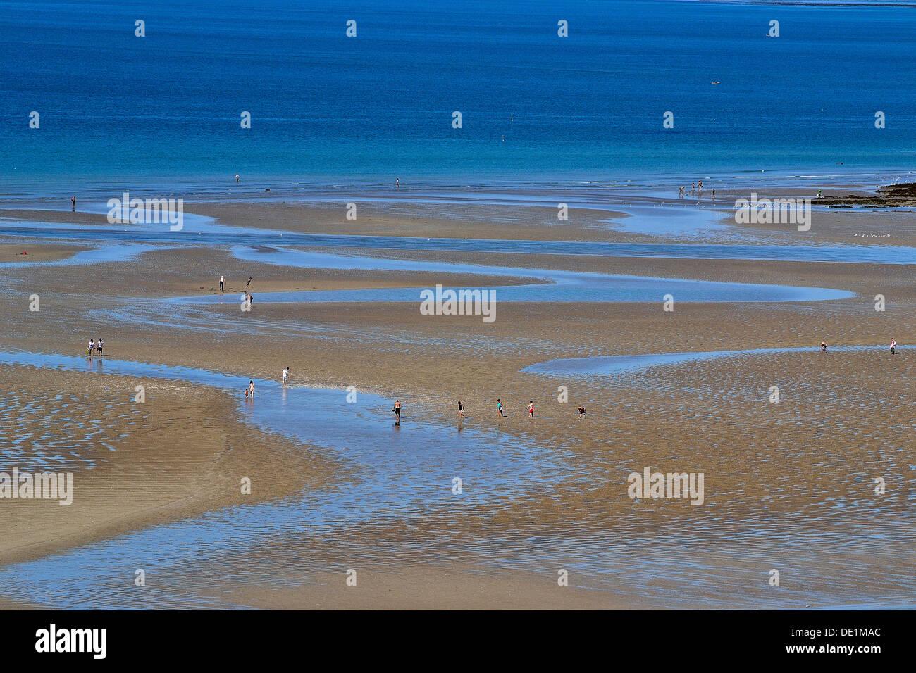"Marea baja frente a la playa de ""Plat Gousset, Granville (Baja Normandía, Francia). Foto de stock"