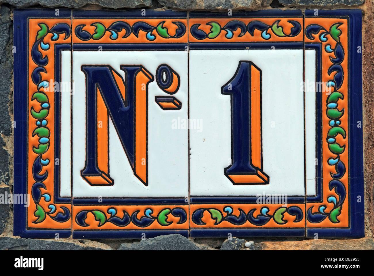 Nº 1, número de la calle en azulejos de cerámica, de la isla de Tenerife, Islas Canarias, España, Europa Imagen De Stock