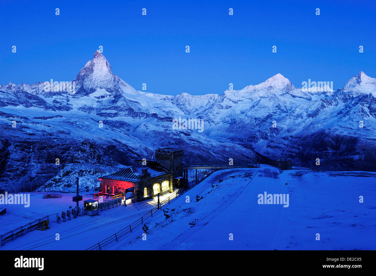 Gornergrad estación de montaña con el Matterhorn, Zermatt, Valais, Suiza, Europa Foto de stock